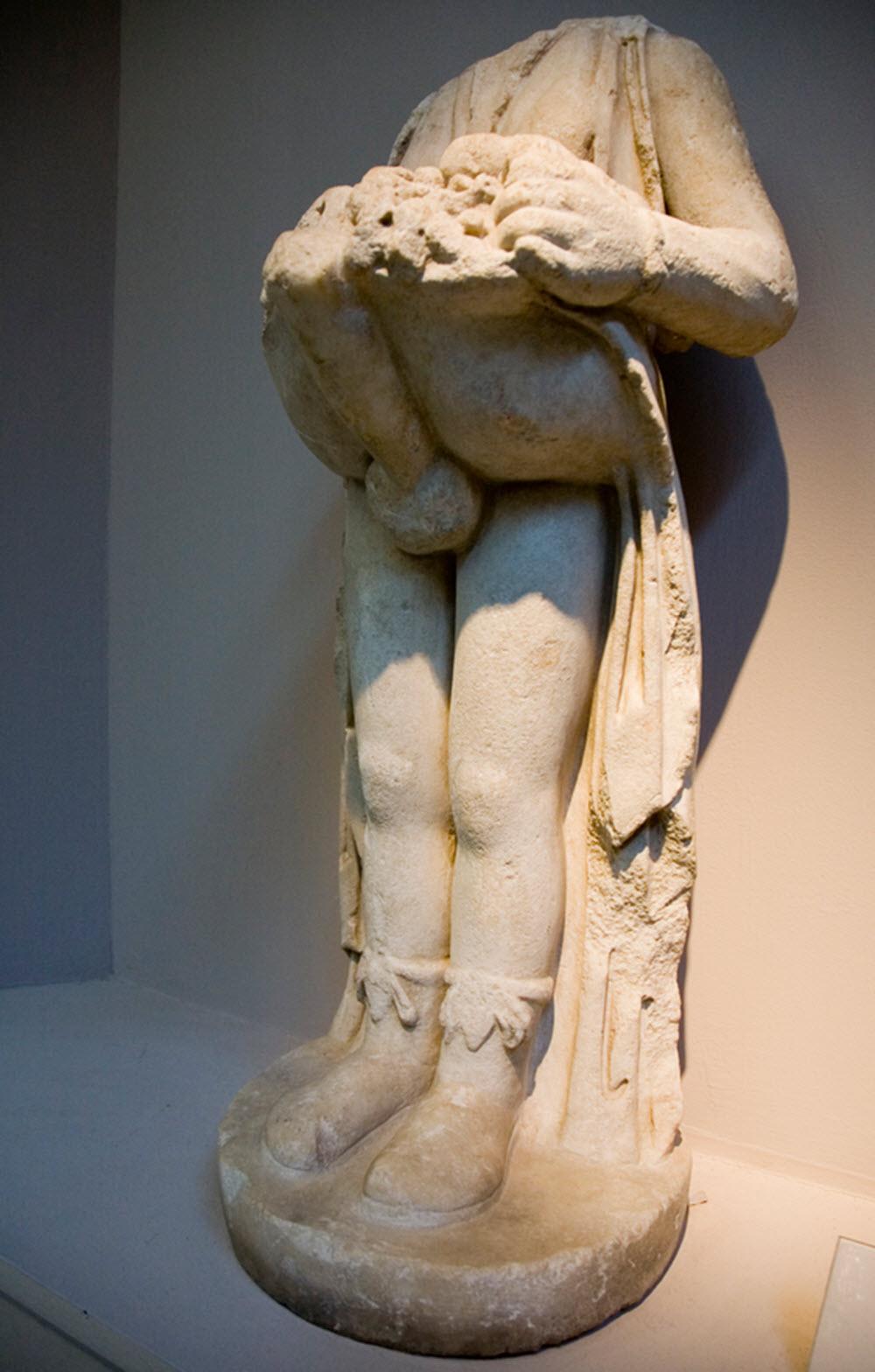 Priapus statue